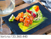 Купить «Tartare of raw tuna with avocado and spicy mango sauce», фото № 33360440, снято 7 апреля 2020 г. (c) Яков Филимонов / Фотобанк Лори