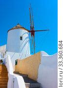 Old whitewashed windmill in Santorini (2018 год). Стоковое фото, фотограф Роман Сигаев / Фотобанк Лори