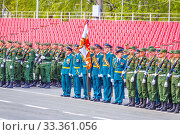 Купить «Russia, Samara, May 2016: The construction of soldiers with rifles for Victory Day at the rehearsal of the parade on Kuibyshev Square on a spring sunny day.», фото № 33361056, снято 7 мая 2017 г. (c) Акиньшин Владимир / Фотобанк Лори