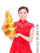 Купить «Young asian woman in red cheongsam holds gold ingot in chinese new year», фото № 33363116, снято 14 июля 2020 г. (c) age Fotostock / Фотобанк Лори