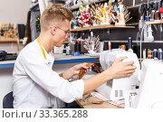 Tailor working with sewing machine. Стоковое фото, фотограф Яков Филимонов / Фотобанк Лори