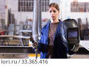 Купить «Female metalworker with welding machine», фото № 33365416, снято 4 февраля 2020 г. (c) Яков Филимонов / Фотобанк Лори