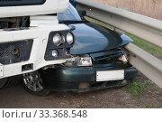 Купить «Повреждения легкового автомобиля в результате столкновения с грузовиком», фото № 33368548, снято 28 марта 2018 г. (c) Игорь Дашко / Фотобанк Лори