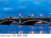 Купить «Ночная подсветка Троицкого моста через Неву. Санкт-Петербург», фото № 33369100, снято 6 марта 2020 г. (c) Румянцева Наталия / Фотобанк Лори