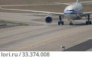 Купить «Air China Airbus A330 taxiing», видеоролик № 33374008, снято 19 июля 2017 г. (c) Игорь Жоров / Фотобанк Лори