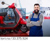 happy man worker displaying his workplace in motorcycle workshop. Стоковое фото, фотограф Яков Филимонов / Фотобанк Лори