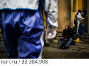 Купить «The operators of the Foundation Arca Onlus assist with its mobile unit the homeless in the city distributing hot meals and providing medical care and masks...», фото № 33384908, снято 14 марта 2020 г. (c) age Fotostock / Фотобанк Лори