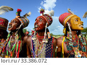Купить «Men of the Wodaabe ethnic group in makeup and traditional dress singing, dancing, parading and displaying teeth as part of Gerewol gathering of different...», фото № 33386072, снято 2 июля 2020 г. (c) Nature Picture Library / Фотобанк Лори