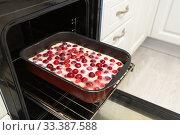Купить «Raw cherry pie on a baking sheet in the oven», фото № 33387588, снято 11 марта 2020 г. (c) Володина Ольга / Фотобанк Лори