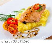 Купить «Deliciously fried trout fillet with mashed potatoes, peppers and greens», фото № 33391596, снято 6 апреля 2020 г. (c) Яков Филимонов / Фотобанк Лори
