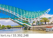 Купить «Tbilisi, Georgia. Bridge of Peace over the Kura River», фото № 33392248, снято 13 июля 2020 г. (c) Николай Коржов / Фотобанк Лори
