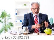 Купить «Old male accountant in budget planning concept», фото № 33392788, снято 12 сентября 2019 г. (c) Elnur / Фотобанк Лори