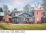 Купить «Главный дом Мураново Main House in Muranovo Manor», фото № 33403232, снято 9 марта 2020 г. (c) Baturina Yuliya / Фотобанк Лори