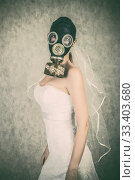 Bride in veil dress and protective mask in a gas mask posing on a delicate background. Стоковое фото, фотограф katalinks / Фотобанк Лори