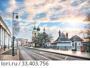 Купить «Церковь Максима Блаженного Church of Maxim the Blessed on Varvarka Street», фото № 33403756, снято 16 февраля 2020 г. (c) Baturina Yuliya / Фотобанк Лори