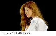Купить «Slow motion of woman flying hair on portrait in profile», видеоролик № 33403972, снято 3 января 2020 г. (c) Gennadiy Poznyakov / Фотобанк Лори