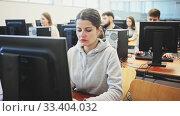 Купить «Group of people of different ages learning to use computers in classroom», видеоролик № 33404032, снято 3 июня 2020 г. (c) Яков Филимонов / Фотобанк Лори