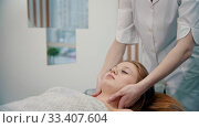 Купить «Massage - massage therapist kneading zones from neck to chest», видеоролик № 33407604, снято 12 июля 2020 г. (c) Константин Шишкин / Фотобанк Лори