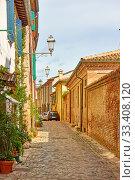 Купить «Street in Santarcangelo di Romagna», фото № 33408120, снято 26 февраля 2020 г. (c) Роман Сигаев / Фотобанк Лори