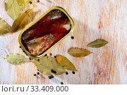 Open tin can of spicy sardines in aluminium can. Стоковое фото, фотограф Яков Филимонов / Фотобанк Лори