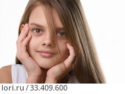 Купить «Portrait of a beautiful teenage girl, Caucasian appearance, with long brown hair», фото № 33409600, снято 1 февраля 2020 г. (c) Иванов Алексей / Фотобанк Лори