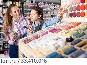 Купить «Mother and daughter holding jar with color paint», фото № 33410016, снято 12 апреля 2017 г. (c) Яков Филимонов / Фотобанк Лори