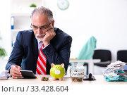 Купить «Old male accountant in budget planning concept», фото № 33428604, снято 12 сентября 2019 г. (c) Elnur / Фотобанк Лори