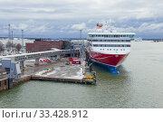 Купить «Современный круизный паром Viking XPRS у терминала компании Viking Line мартовским облачным утром. Хельсинки, Финляндия», фото № 33428912, снято 10 марта 2019 г. (c) Виктор Карасев / Фотобанк Лори