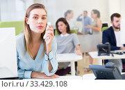 Купить «Upset young woman foreground in busy open plan office», фото № 33429108, снято 1 августа 2018 г. (c) Яков Филимонов / Фотобанк Лори