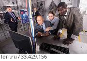 Купить «Businesspeople in escape room stylized under laboratory», фото № 33429156, снято 29 января 2019 г. (c) Яков Филимонов / Фотобанк Лори