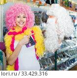 Woman preparing to fest and choosing clown wig. Стоковое фото, фотограф Яков Филимонов / Фотобанк Лори