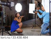 Купить «woman posing for professional photographer», фото № 33438484, снято 5 октября 2018 г. (c) Яков Филимонов / Фотобанк Лори