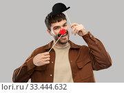 Купить «smiling man with bowler hat and red clown nose», фото № 33444632, снято 22 февраля 2020 г. (c) Syda Productions / Фотобанк Лори