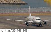 Купить «Airbus A320 turn ranway before departure from International Airport, Hong Kong», видеоролик № 33448848, снято 10 ноября 2019 г. (c) Игорь Жоров / Фотобанк Лори
