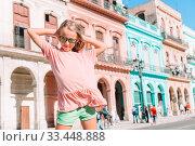 Купить «Tourist girl in popular area in Havana, Cuba.», фото № 33448888, снято 12 апреля 2017 г. (c) Дмитрий Травников / Фотобанк Лори