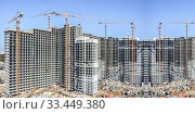 Строительство новых жилых домов на фоне неба. Стоковое фото, фотограф Сергеев Валерий / Фотобанк Лори