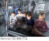 Купить «boys and girls playing in bunker quest room», фото № 33449712, снято 21 октября 2017 г. (c) Яков Филимонов / Фотобанк Лори