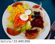 Купить «Mixed salad with eggs, fresh vegetables and boiled beet», фото № 33449896, снято 11 июля 2020 г. (c) Яков Филимонов / Фотобанк Лори