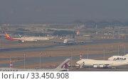 Купить «Singapore Airlines Airbus A380 departure from Hong Kong», видеоролик № 33450908, снято 10 ноября 2019 г. (c) Игорь Жоров / Фотобанк Лори