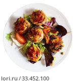 Купить «Mushrooms stuffed with vegetables and ham, baked with mozzarella», фото № 33452100, снято 4 апреля 2020 г. (c) Яков Филимонов / Фотобанк Лори