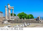 Temple of Dionysos in the Pergamon Ancient City, Turkey (2019 год). Редакционное фото, фотограф Sergii Zarev / Фотобанк Лори