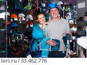 Купить «Athletes chooses climbing equipment», фото № 33462776, снято 25 октября 2017 г. (c) Яков Филимонов / Фотобанк Лори