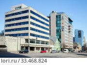 Tallinn, Estonia - MAR 14, 2020: The view of Liivalaia street in sunny spring day. Редакционное фото, фотограф Юлия Кузнецова / Фотобанк Лори