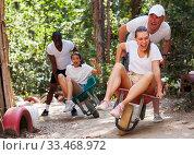 Group of people at adventure park. Стоковое фото, фотограф Яков Филимонов / Фотобанк Лори