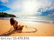 Woman relaxing at the tropical beach. Thailand. Стоковое фото, фотограф Zoonar.com/Dmitry Kushch / age Fotostock / Фотобанк Лори