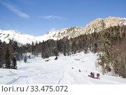 Купить «Beautiful mountains covered with snow. Sunny day and blue sky on a frosty day», фото № 33475072, снято 5 марта 2019 г. (c) Олег Хархан / Фотобанк Лори