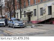 Купить «Балашиха, полицейские в пустом в городе в дни самоизоляции при Коронавирусе», эксклюзивное фото № 33479316, снято 2 апреля 2020 г. (c) Дмитрий Неумоин / Фотобанк Лори