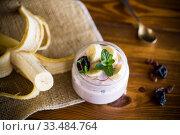 Купить «home sweet banana yogurt in a glass jar», фото № 33484764, снято 1 апреля 2020 г. (c) Peredniankina / Фотобанк Лори