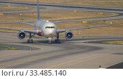 Купить «American Airlines Airbus A330 landing in Frankfurt», видеоролик № 33485140, снято 19 июля 2017 г. (c) Игорь Жоров / Фотобанк Лори