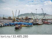 Купить «Облачный день в морском порту Нячанга. Вьетнам», фото № 33485280, снято 1 января 2016 г. (c) Виктор Карасев / Фотобанк Лори